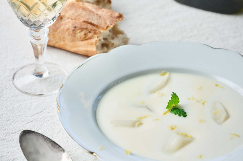 SCHROBENHAUSENER SPARGEL G.G.A. Suppe vom Schrobenhausener Spargel mit weißer Schokolade und einem Hauch Vanille